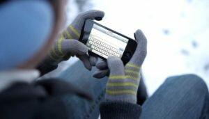 Как сохранить заряд мобильного телефона в мороз