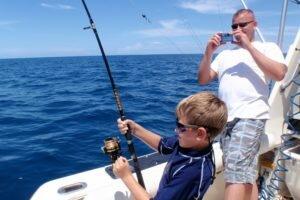 Отдых и рыбалка в открытом море на яхте